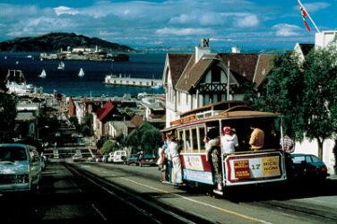 Los cable cars recorren calles empinadas, famosos puntos de la ciudad y ofrecen bonitas vistas