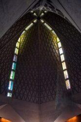 De su interior destacan sus vidrieras policromadas