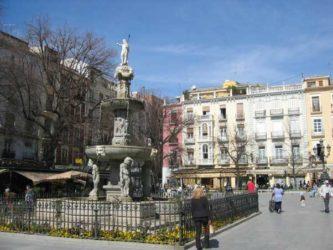 La céntrica Plaza de Bib-Rambla de Granada