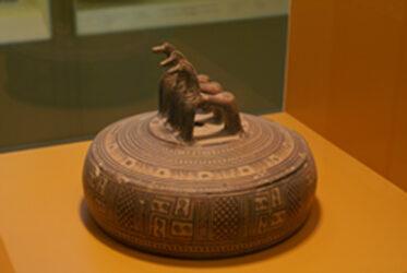 Bonito objeto de cerámica encontrado en el Ágora