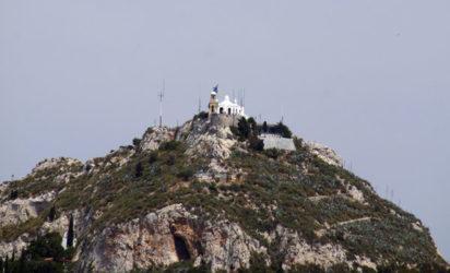 A lo lejos la colina de Licabeto y su capilla ortodoxa