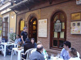 La recomendable Cervecería la Abadía en la transitada calle Navas