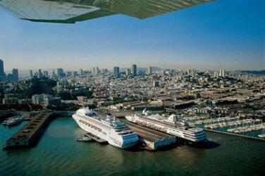 Vista desde el aire de parte del puerto de San Francisco.