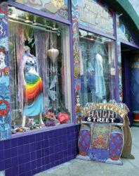 En el barrio Hippie de Haight-Ashbury se puede comprar arte, música y ropa de segunda mano.