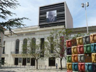 El Teatro Aveirense es un lugar donde podemos ver alguna actuación de interés.