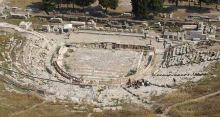 El majestuoso Teatro de Dionisio visto desde la Acrópolis