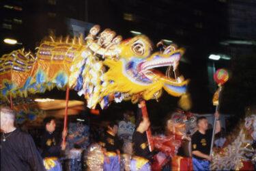 Los desfiles del Año Nuevo Chino en Chinatown, son muy llamativos.