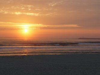 Preciosa postal del atardecer en la playa de barra.