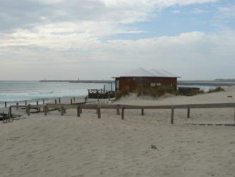 El offshore de barra, uno de los agradables chiringuitos de la playa.
