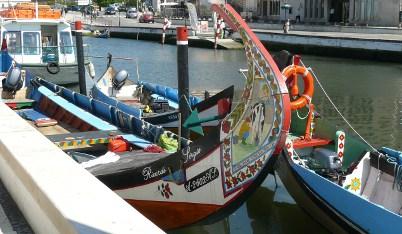 Los moliceiros participan en las fiestas de Aveiro.