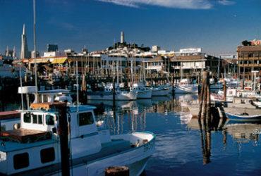 Bonita vista de Fisherman's Wharf y sus embarcaciones