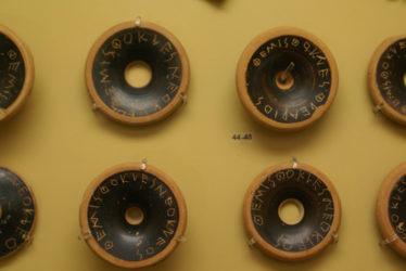 Las ostracas en el museo del Ágora