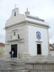 Bella imagen de la capilla de Sao Gonçalinho situada en Beira Mar.