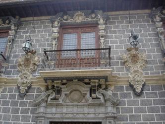 Balcón central del Palacio de la Madraza