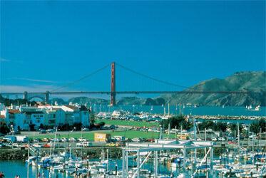 El turismo es su industria principal, ya que es visitada cada año por millones de turistas que vienen atraídos por sus muchos encantos.