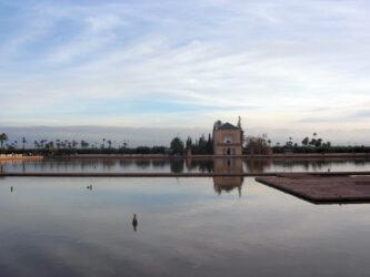La vista del estanque de los jardines de Menara es preciosa