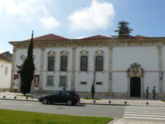 Vista de la fachada del museo de Aveiro situado en el bonito Convento de Jesús.