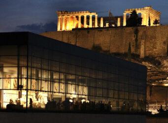 nuevo Museo de la Acrópolis, vanguardista edificio de cristal que alberga toda la colección del anterior, más otras valiosísimas piezas