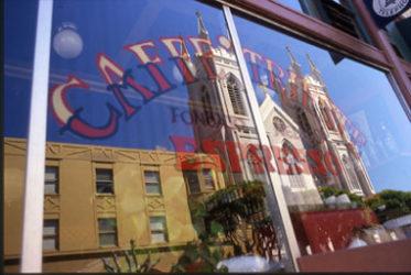 En el barrio italiano se nota el estilo europeo por sus calles y cafeterías