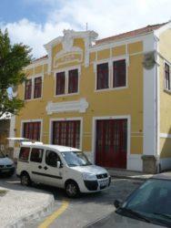 El sencillo edificio de Bombeiros velhos, es otro lugar de interés.