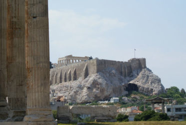 Vista de la Atenas es el término con la que se la llamo, porque cuenta la mitología que la diosa de la sabiduría Atenea, consiguió ganar está ciudad al vencer a Poseidón.desde el Templo de Zeus