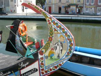 Curiosa imagen decorativa de un típico moliceiro de Aveiro.