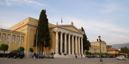 Se tomo el estilo neoclásico como en otras construcciones atenienses del siglo XIX