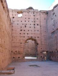 Uno de los amplios pabellones del palacio, hoy en ruinas