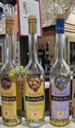 Aquí podemos ver tres clases de Pálinka, un brandy-aguardiente que generalmente es de cereza.