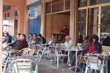 Una de las estampas habituales en las terrazas de los bares de Marrakech