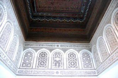 Detalle de las paredes bellamente decoradas del palacio Bahía