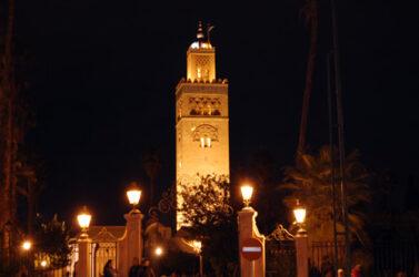 Por la noche tiene una bella estampa el minarete de la Koutoubia