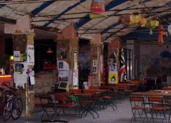 Aunque no lo parezca esto es un bar de copas, el mítico Kuplung de Budapest.