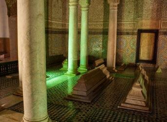 Estampa de uno de los mausoleos bellamente decorados