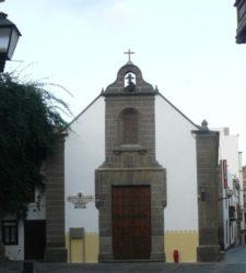 Vista de la vieja y hermosa ermita y plaza de San Antonio Abad