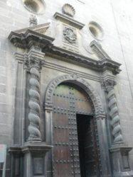 La puerta de entrada a la iglesia de San Francisco de Borja