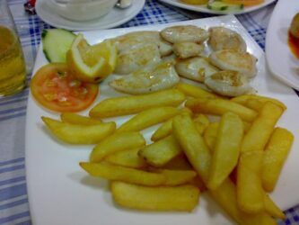 Los chipirones fritos también son un buen plato de la gastronomía canaria