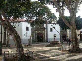 Vista de la plaza de Santo Domingo junto a la iglesia del mismo nombre