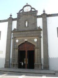 Las puertas de entrada a la antigua iglesia de Santo Domingo