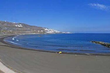 La hermosa playa de la Laja muchas veces solitaria