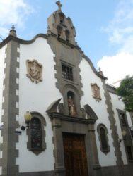 Fachada de la hermosa iglesia de los franciscanos en Triana