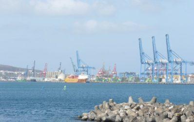 Una zona de carga y descarga del gran Puerto de la Luz