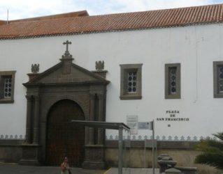 Portada principal de la antigua iglesia de San Francisco de Asís