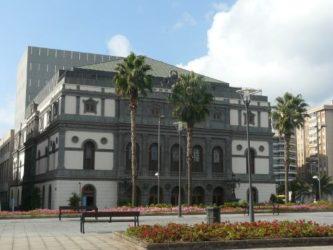 Vista del gran Teatro Pérez Galdós en pleno barrio de Triana