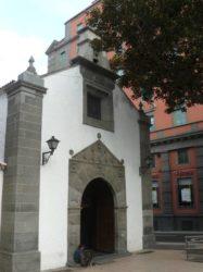 La fachada principal de la ermita de San Telmo